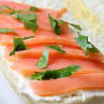 Sanduíche de salmão defumado