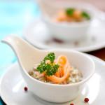 Verrine de Salmão defumado com lentilhas no molho de iogurte e mostarda