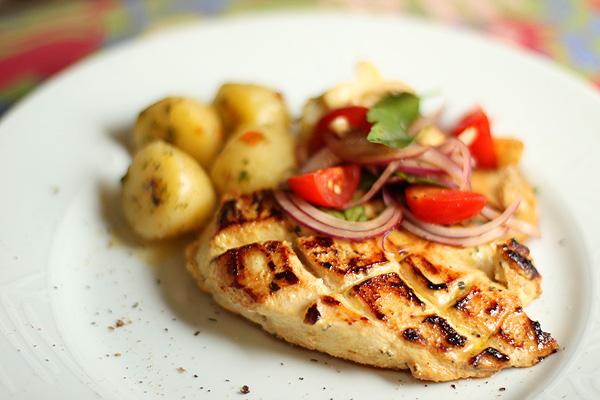 frango grelhado com salada