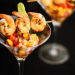 Espetinho de camarão com vinagrete de frutas