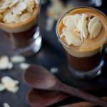 Sobremesa com ganache de chocolate, doce de leite e amêndoas