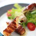 Salada com Queijo coalho, mel e folhas