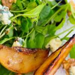 Salada de folhas, peras grelhadas, gorgonzola e nozes