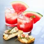 Bruschetta de figos e gorgonzola, e uma refrescante caipirinha de melancia.