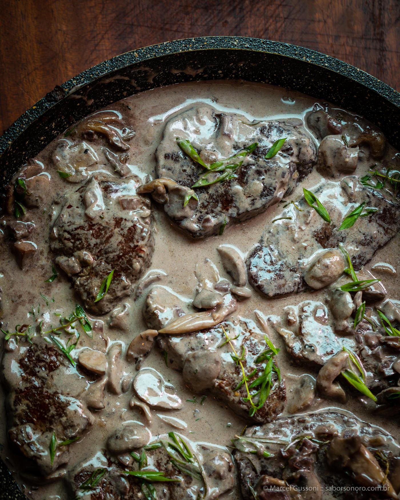 Filé ao molho de vinho e cogumelos - receita